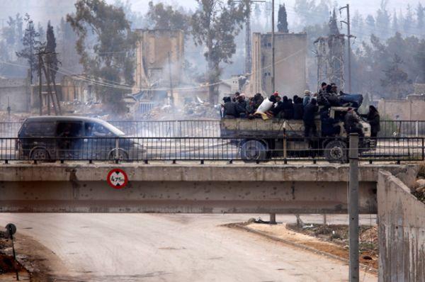По информации сирийского государственного телеканала Al-Ikhbariya, террористы обстреляли выезд Рамусе в тот момент, когда колонна автобусов уже была готова отъезжать.