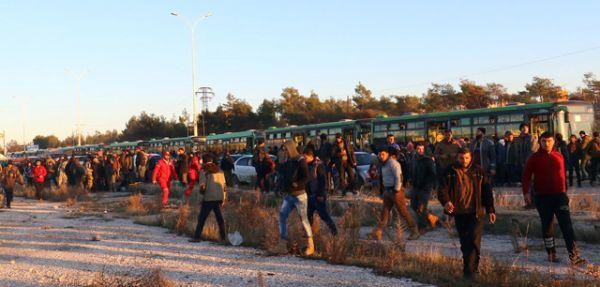 Планировалось, что город сегодня покинет последняя колонна автобусов.