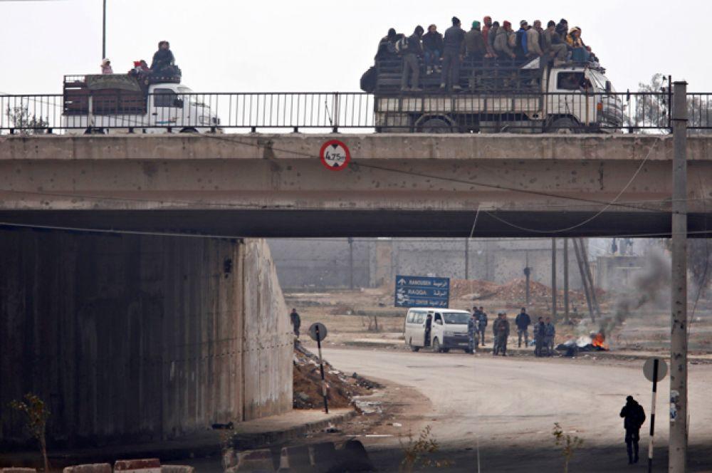 Одновременно с этим террористы открыли огонь по городам Фуа и Кефрайя.