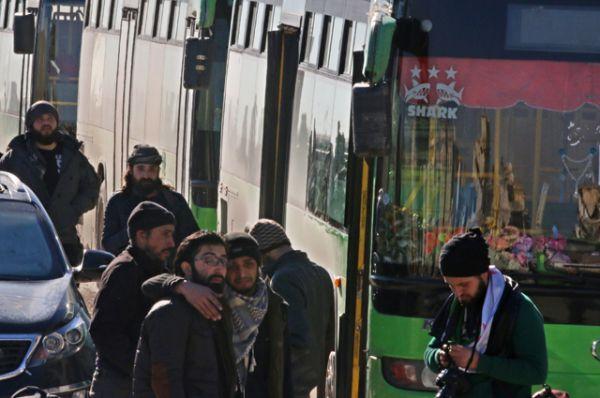 Там они должны были пересесть на другой транспорт и последовать в Идлиб.