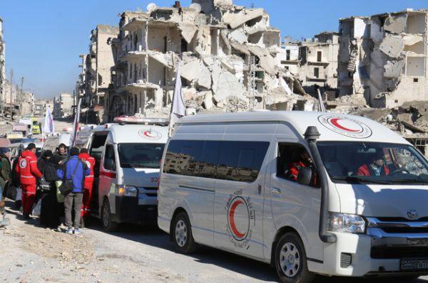 Автоколонны сопровождали офицеры центра примирения и сотрудники Международного комитета красного креста.