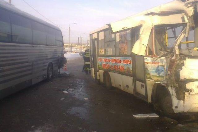 ВЯрославле вДТП савтобусом имаршруткой пострадали 5 человек
