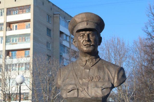 ВНовомосковске открыли бюст Герою СССР Белову