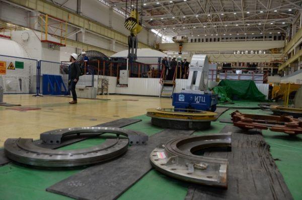 На блоке идёт средний ремонт систем безопасности с частичной выгрузкой топлива из активной зоны реактора.