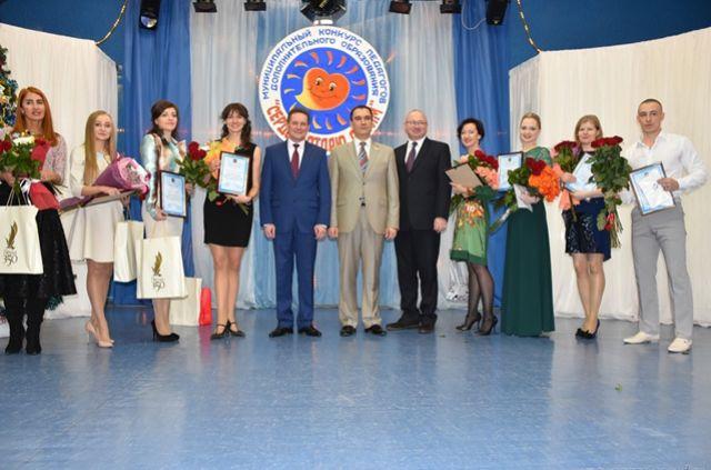 В торжественной церемонии принял участие глава администрации города Пензы Виктор Кувайцев и начальник управления образования города Пензы Юрий Голодяев.
