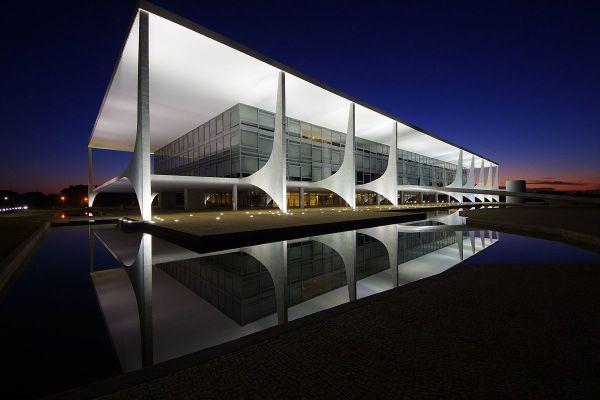 Президентский дворец Palácio do Planalto находится в бразильском Бразилиа и располагается под седьмым номером в нашем списке