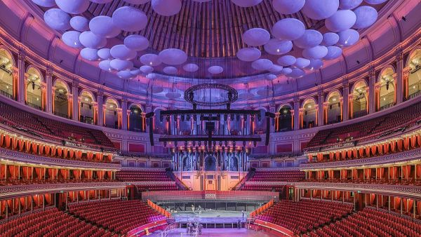 На втором месте - интерьер Королевского Альберт-Холла в Лондоне