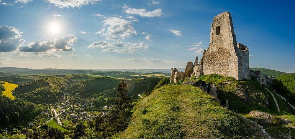 Фото Чахтицкого замка в Словакии заняло 13-е место