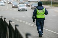 Пьяный пешеход пытался отрегулировать движение авто в центре Калининграде.
