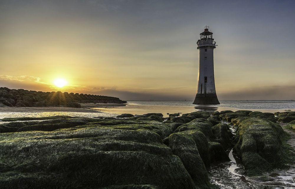 Тройку лидеров замкнул маяк Перч-Рок в Великобритании
