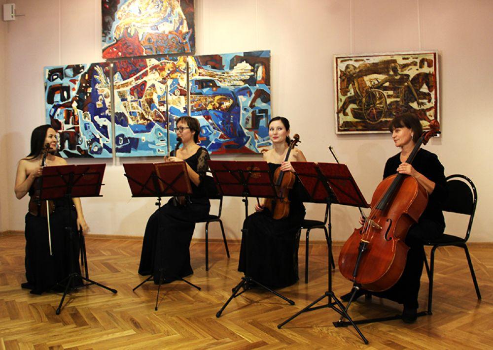 Выставка открылась концертом струнного квартета