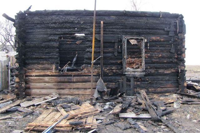 На смену сгоревшему дому погорельцам выделили новый