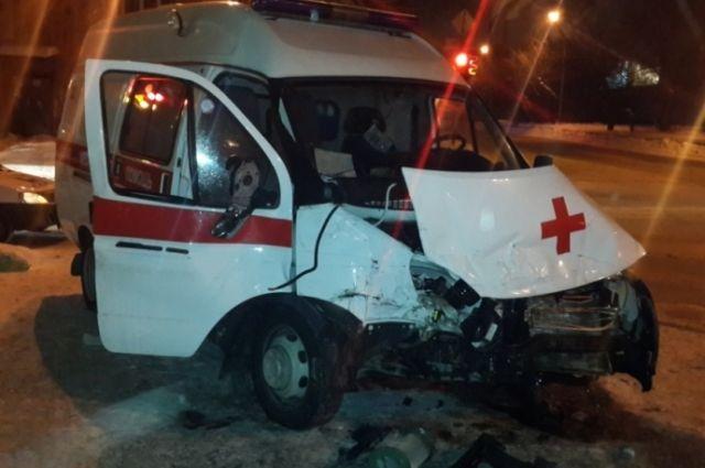 Размещены фото сместа ДТП машины скорой помощи и Тоёта вЕкатеринбурге
