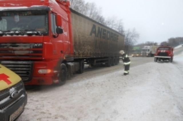 ВЦивильском районе перевернулась маршрутка спассажирами, пострадал человек