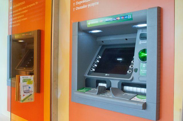 Мужчине стало плохо в пространстве между банкоматами
