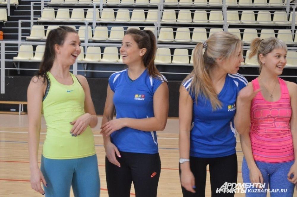 В «Кузбассе» как готовят настоящих чемпионов (по спортивной борьбе, художественной гимнастике и боксу), так и просто здоровых людей, занимающихся фитнесом или силовыми тренировками.