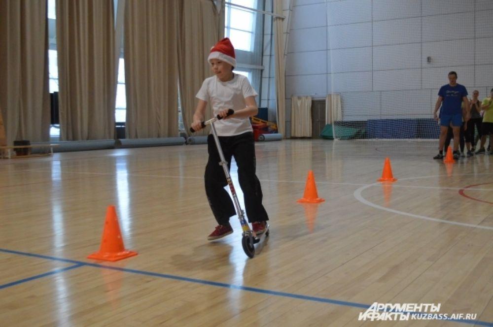 Разными видами спорта тут могут заниматься одновременно до 700 детей (для них действует 6 спортивных школ) и около 1000 жителей областной столицы.