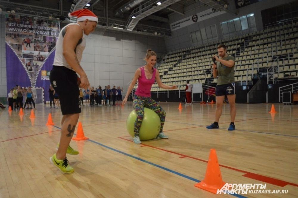Ещё одним непростым заданием были прыжки на мяче, которое кажется лёгким лишь со стороны.