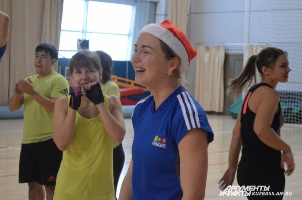 «Весёлые старты», по задумке организаторов, должны были отправить все разочарования прошлого в уходящий год. А что поможет этому лучше, чем физические упражнения?