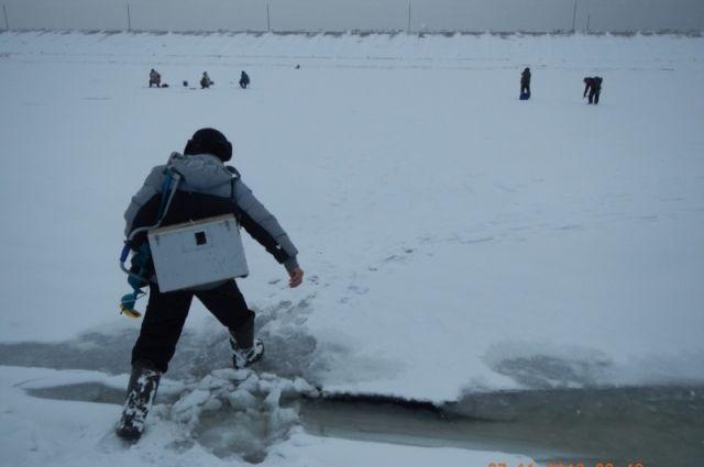 Под Тольятти оторвалась льдина срыбаками