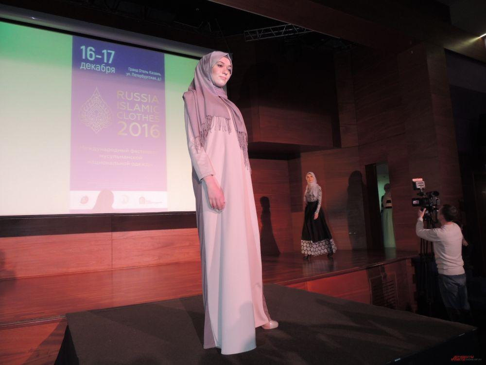 На показе была представлена одежда лучших дизайнеров из ОАЭ, Турции и России.