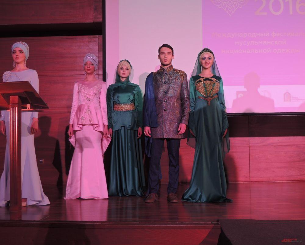 Дизайнеры, создавая свои коллекции к фестивалю, следовали классическим канонам Ислама: одежда должна полностью закрывать тело, оставляя оголенными только лицо и кисти рук. Крой костюма – свободный, не облегающий фигуру.