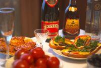Продукты к новогоднему столу лучше покупать заранее - перед 31 декабря цены взлетят.