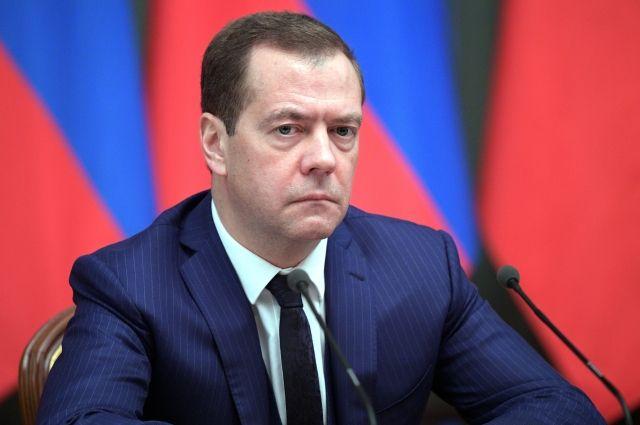 Медведев предупредил членов руководства оботсутствии каникул вкабмине