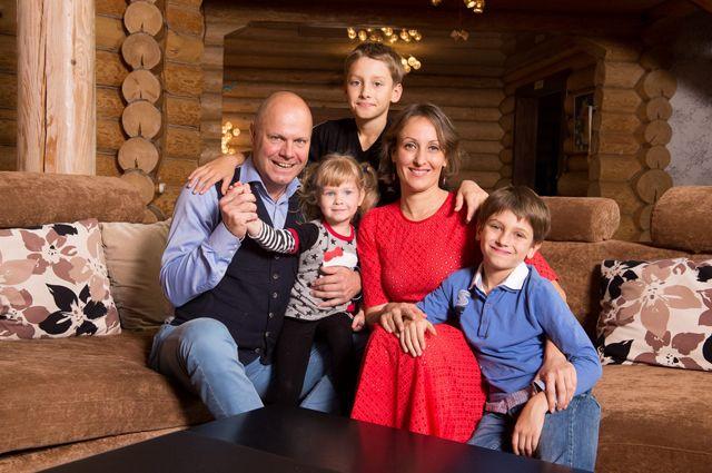 Алексей Кортнев с семьей.