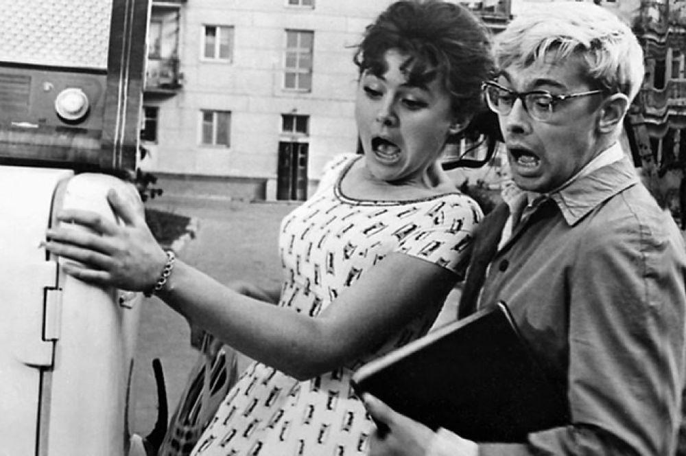 """Фильм «Операция """"Ы"""" и другие приключения Шурика» (1965), состоящий из трех новелл, объединенных фигурой главного героя Шурика, попадающего в самые невероятные ситуации.  Рейтинг IMDb: 8.70"""