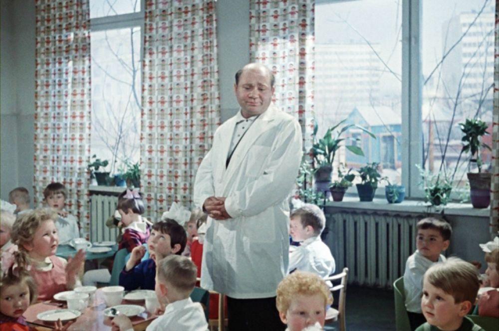 Один из самых популярных советских кинофильмов, снятый Александром Серым, «Джентльмены удачи» (1971). Рейтинг IMDb: 8.60