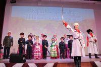 В казачьих станицах детей обучают кулачному бою, песням и танцам.