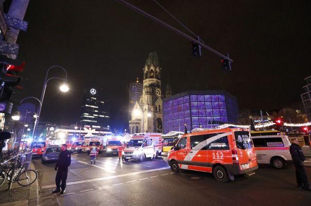 Жертвами наезда фургона натолпу вБерлине стали девять человек