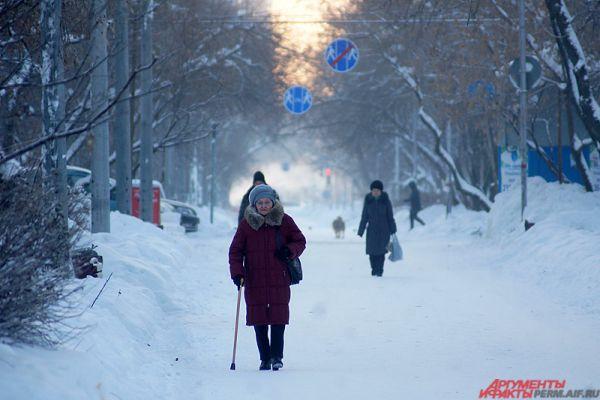 На улицах в такие морозы немноголюдно.