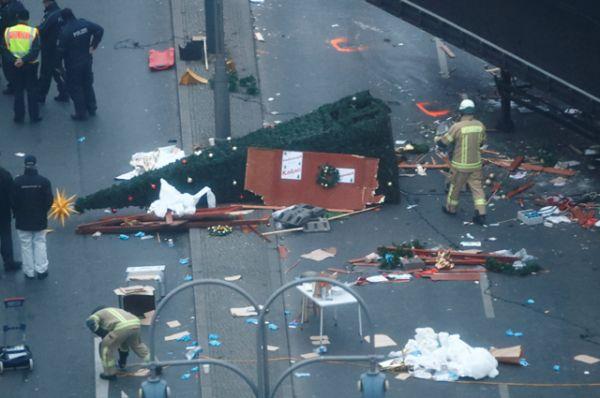Ни одна террористическая группировка пока не взяла на себя ответственность за наезд на толпу в Берлине.