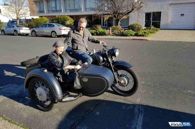 Оренбуржец пересек океан, чтобы подарить мотоцикл вокалисту «Metallica»