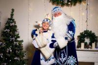 Ики Морозович со своей Снегурочкой.
