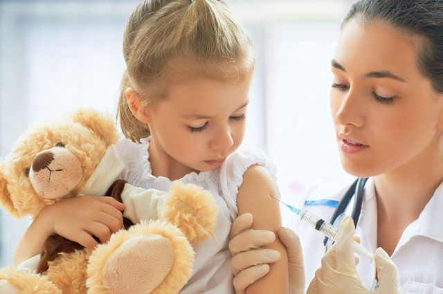 По показаниям, от гриппа прививали детей старше 6 месяцев.