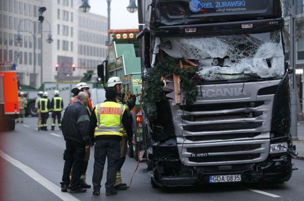 Инцидент произошел около 20:00 по местному времени. Грузовик двигался со скоростью 50 км/ч.