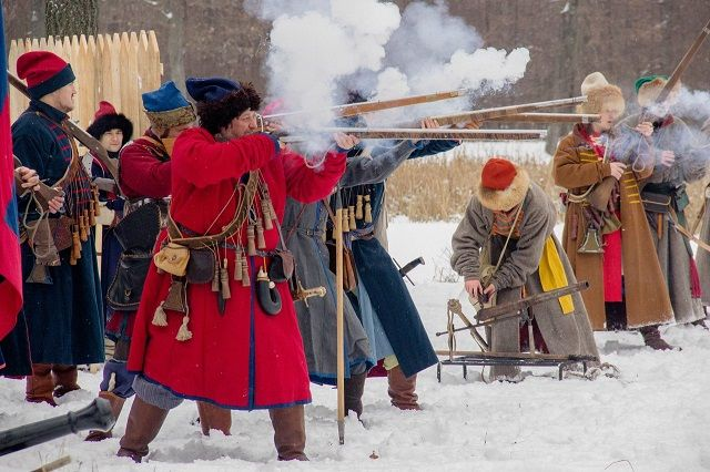 Кульминацией фестиваля стала реконструкция сражения стрельцов и разбойников.
