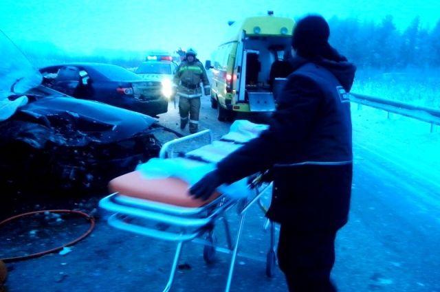 ВКрыму три человека погибли влобовом столкновении легковых машин
