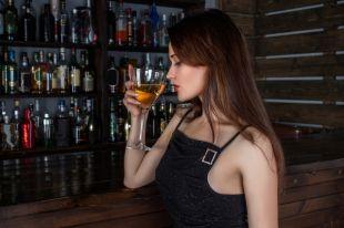 Никто не запрещает довольствоваться одним бокалом вина или шампанского на протяжении всего вечера.