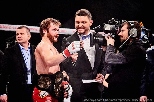 Главным победителем стал боец родом с Северной Ирландии, Энди Янг. По вердикту судей, он выиграл со счетом 2-0
