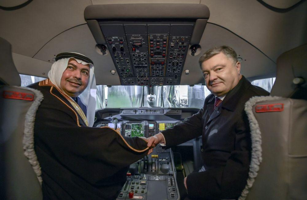 """От своего предшественника новый самолет будет также отличаться рядом преимуществ: новейшей авионикой, """"стеклянной"""" кабиной экипажа, мощной системой кондиционирования, двигатели канадской компании Pratt & Whitney – PW-150A."""