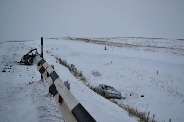 Шофёр автобуса, перевозивший людей изОренбурга вКазань, устроил смертельное ДТП