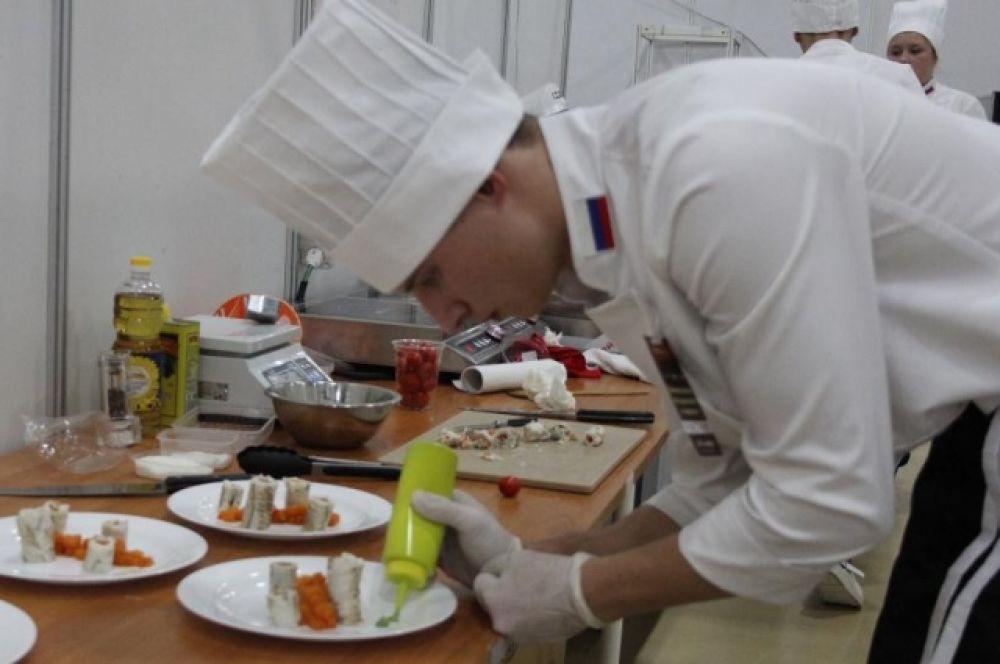 Кулинары соревновались в профессилональном мастерстве по приготовлению блюд.