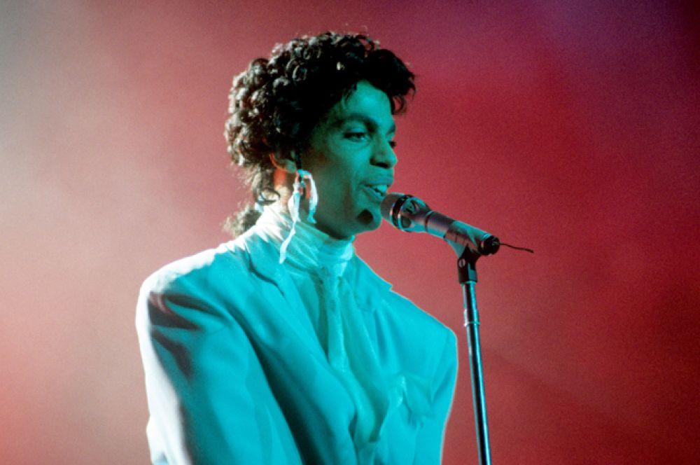 21 апреля на 58-м году жизни умер музыкант и автор песен Принс.
