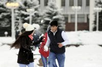 Перед тем, как отправить детей в школу, родителям необходимо проверить температуру за окном.