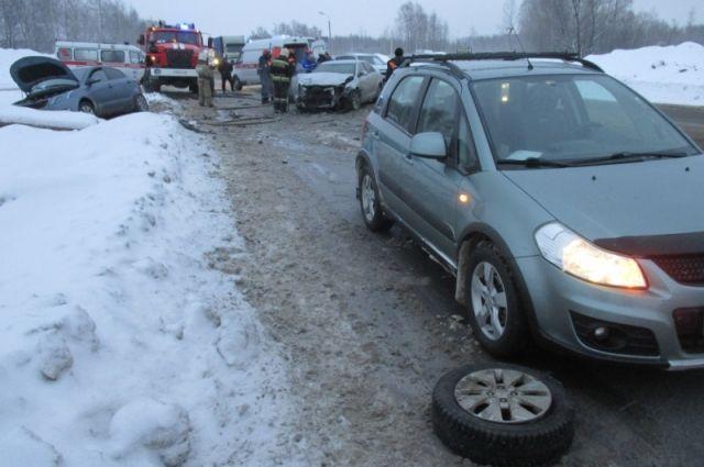 Автомобиль вынесло на встречную полосу