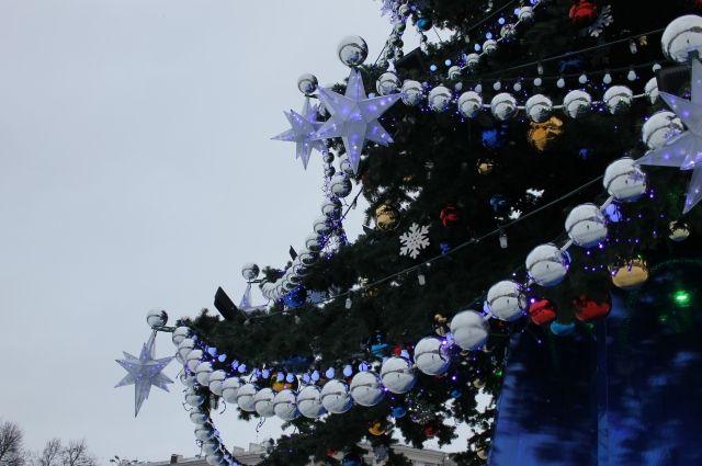Новогодние елки открываются в Барнауле